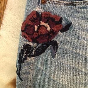 Abercrombie & Fitch Jeans - Abercrombie and Fitch embroidered denim jeans